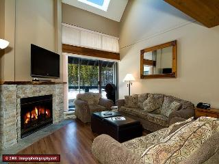 Nicely appointed, 3 bdrm townhouse, minutes from slope, Whistler