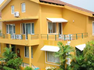 Spacious 4 BR Villa with Pool, Walking distance to Perfect Beach, Varca, Goa