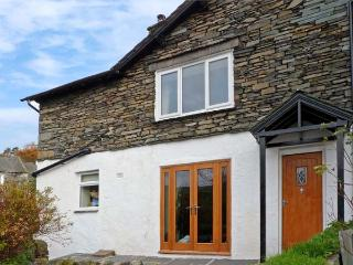 WOODBINE COTTAGE, family friendly, character holiday cottage, with a garden in A