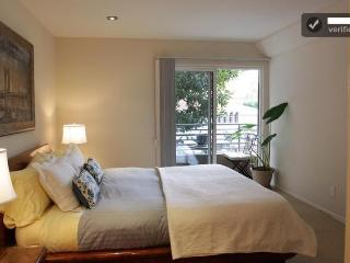 Beverly Hills  Luxurious 2+2 Wi-Fi/Gym/2 parking!