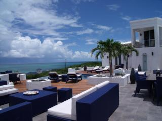 Luxury home, infinity pool and ocean views., Providenciales