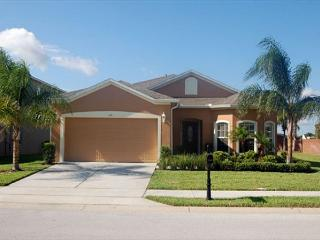 SHIRE RETREAT: 4 Bedroom Pool and Spa Home in Gated Community, Davenport