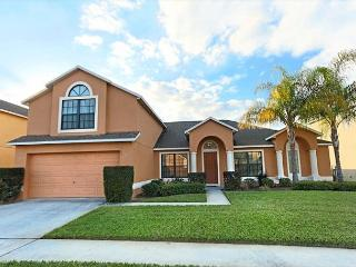 FLORIDA PARADISE: 5 Bedroom Home with 2 Master Suites and Spacious Pool Area, Davenport