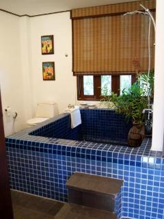 Bathroom suite 1