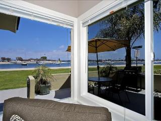 #3676 Bayside Walk - Waterfront - Luxurious Vacation Retreat W/ Patio, San Diego