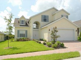 DREAM HOUSE: 4 Bedroom Pet Friendly Home with 2 Master Bedrooms, Davenport