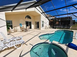 GRACELAND: 4 Bedroom Pool Home in Gated Community with South Facing Pool