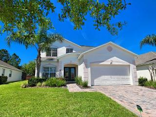 WEST PALMS: 5 Bedroom Home in Gated Community with Secluded Pool and Spa, Davenport