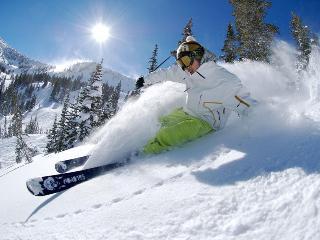 Save 50% $179 Luxury Lake & Ski Resort (sleeps 4), Lake Tahoe (California)