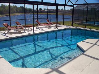 Herons Flight 4 bedrooms with fantastic lake view, Orlando