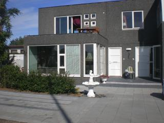 One bedroom apartment,car incl. In Seltjarnarnes.