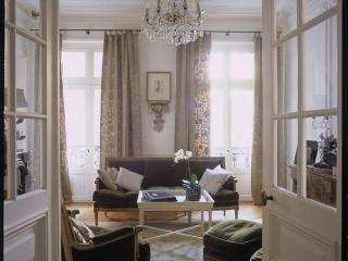 Classic Luxury Marais Pied-à-Terre, Place des Vosges-Ile st Louis, 3 bed/2 bath