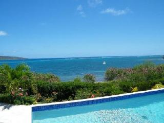 Solitude House - Secluded getaway with breathtaking views, pool & beach nearby, Christiansted