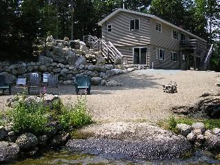 Spacious Lakefront Lodge-Pool Table, Pinball, Ellsworth