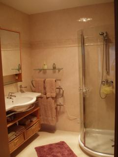 Ensuite Bathroom Flat 5