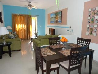 CASA BONITA - UPGRADED 2 BR, at COCO BEACH, Playa del Carmen
