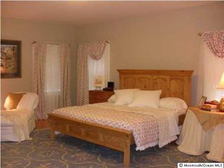 King-size-Master-Schlafzimmer im Erdgeschoß