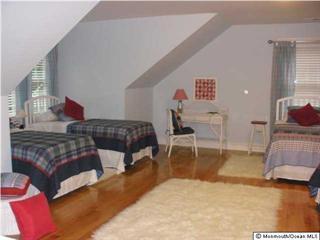 Großes Schlafzimmer im Obergeschoss mit fünf Betten