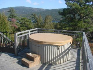 10% OFF 2018! Hot Tub,Fire Pit,Views&Access to Somes Sound, Near Acadia+Bar Harb