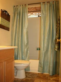 Second FULL Bathroom with Tub!
