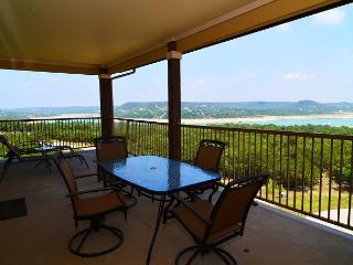 Great Hill Country Condo with Resort Style Pool and Amenities, Jonestown
