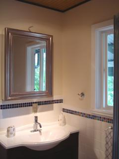 Sink & mirror in the bathroom