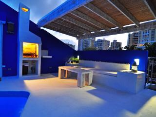 Penthouse-10 Step to Beach-Roof Pool-Condado, San Juan