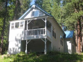 Cozy 2 bed Cabin in the Beautiful Teanaway Valley, Cle Elum