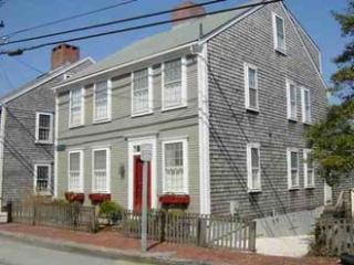 4 Bedroom 4 Bathroom Vacation Rental in Nantucket that sleeps 8 -(9984)
