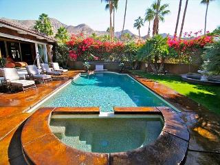 Stunning private pool and hot tub