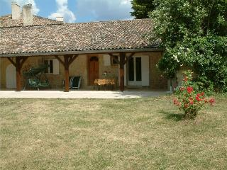 St Emilion 12km  The Cottage at Beau Sejour  - Bordeaux 30km