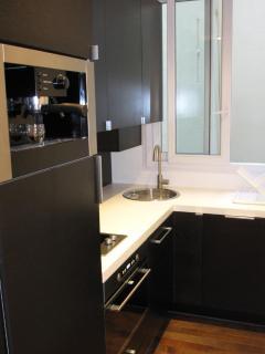 Espresso machine, full kitchen with utensil, dishwasher, washer dryer