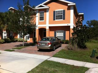 5 Miles to Disney, spacious villa with amenities, Kissimmee
