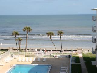 1/1 Oceanfront Condo with Great Spring Rates!, New Smyrna Beach