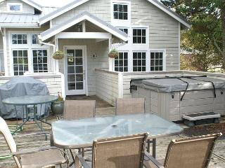 COURTYARD - Upper ~ SPACIOUS  HOT TUB HOME  in the Heart of MANZANITA!!, Manzanita