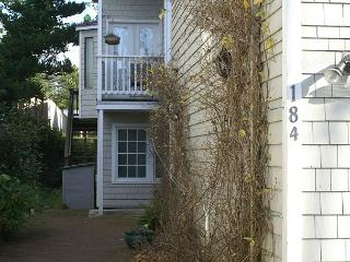 COURTYARD Both  ~ SPACIOUS HOME WITH HOT TUB in the Heart of MANZANITA OREGON, Manzanita