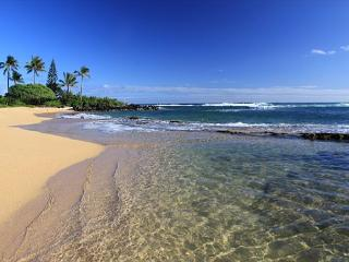 ****Beach FRONT**** Penthouse Hale Awapuhi Sunrise is SPECIAL!!, Kapaa