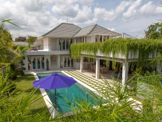5min Seminyak 4BR villa with view