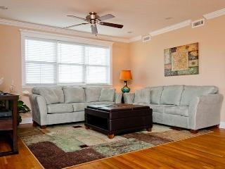 Beach Baby - New Penthouse 1/2 block from beach, Isla de Tybee