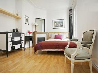 Bright and Quiet Parisian Apartment close to metro, París