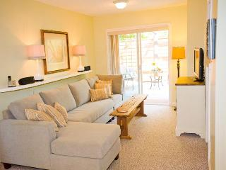 Fresh, Stylish, 1 Bedroom Patio Suite with Garden, Sidney