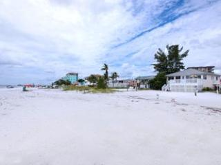 Beachshore Cottage Direct beachfront 3 BR Vacation Home just south of the Pier, Fort Myers Beach