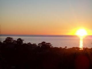 Karen's Cottage-Ocean Views and Pet Friendly!, Cambria