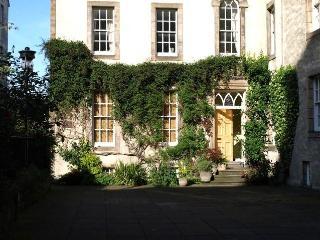 Royal Mile 3- beautiful historic apartment, Edimburgo