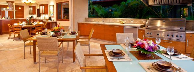Sapphire Seas Beach Estate - Indoor/Outdoor Dining and Living with BBQ and Wet Bar