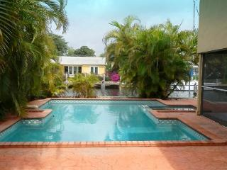 Your Secluded Corner of Paradise 5/2.5 Heated Pool 175' Waterfront Sleeps 12, Pompano Beach