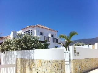 Villa with own pool - only 75mts from the seafront, Granadilla de Abona