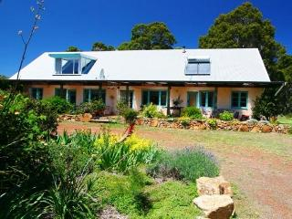 Huge, pet friendly farmhouse near Margaret River.