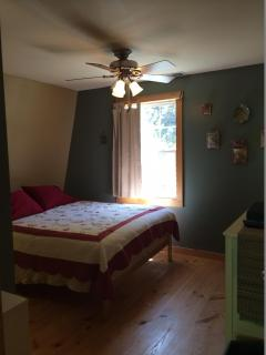 Second bedroom with queen bed