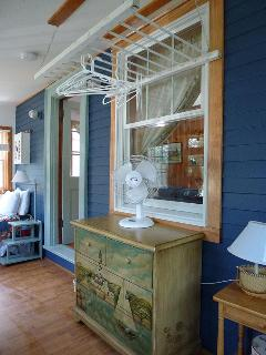 Porch Bedroom, 2 twin beds